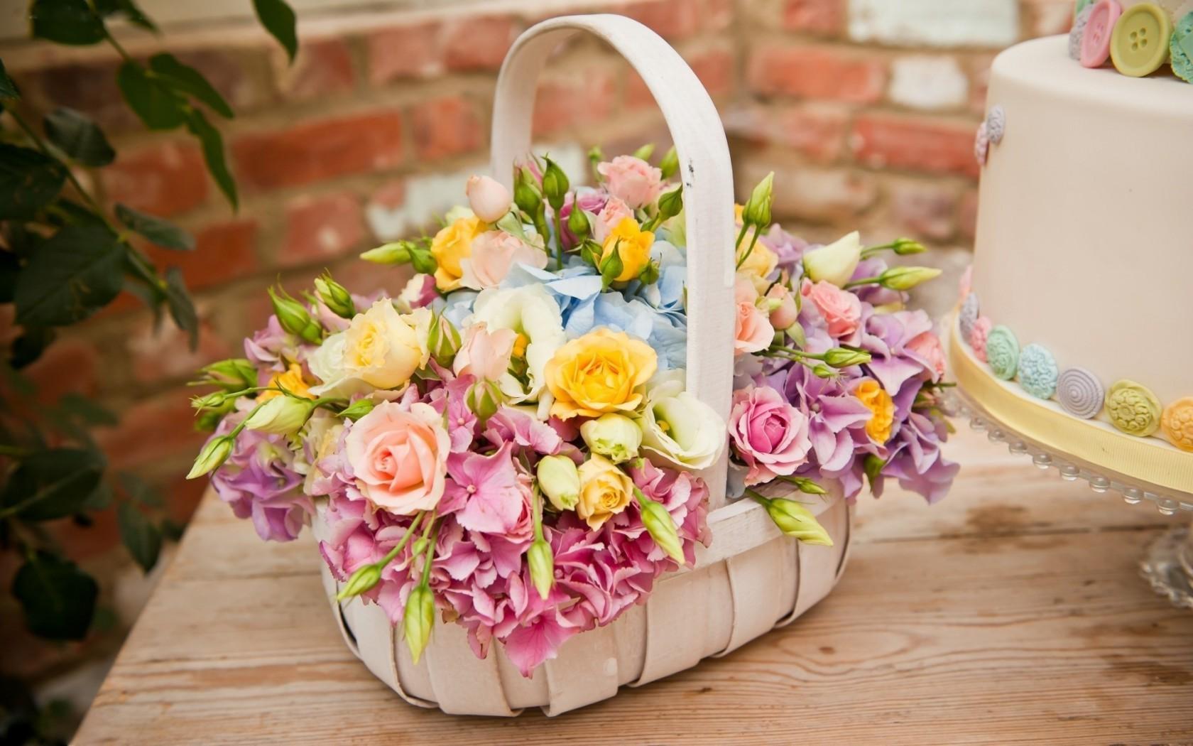 Фото корзин с цветами, красивые картинки композиций из букетов 55