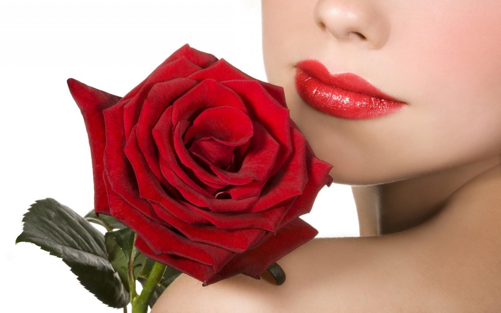 Губы и цветок фото